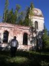 Приехали мы к разрушеной церкви,на крыше которой растут деревья))