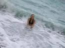 Ага, весело, когда в купальнике куча камешков!...