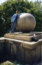 Памятник шаре из гранита науки.