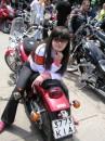 Оседлала мотоцикл сестры.Привыкаю. По наследству перейдет )))))