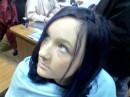 это я, с синими волосами.