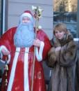 вот такой Дед Мороз стоит у нас возле работы...