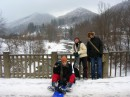 гуляли и наслаждались пейзажем:) Вопщем, да здравствует умеренно-здоровый зимний отдых:))