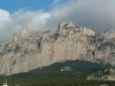 Величественная гора, что тут сказать. Разве что взбираться на ее пешком 2,5 - 3 часа, или на канатке 10 мин.