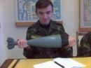 февраль 2006. НТУУ КПИ(военная кафедра). Занятие с тактики войск. в руках минометный снаряд весом 25 кг.
