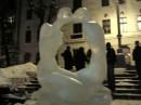 памятник изо льда у меня в городе ко дню  Св. Валентина