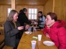 ну что пообедаемс... но для начала выпьемс коньячку :-) (Славское, Тростян 25.03.2006)
