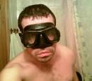 """Что, страшно? Похож на диверсанта? Такой порежет подводным ножом не спрашивая фамилии? :))) Не бойтесь, это был тест новой маски модели """"Omersub Bandit Black"""" перед погружением в глубины Красного моря. ;)"""