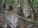 замечаете как стоят надгробные камни? видать гробокопатели здесь ударно трудились..