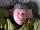 ленивый автопортрет (лежа в спальнике)