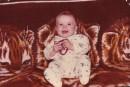 а это я на своём любимом покрывале,которое какието сволочи потом украли... ='(