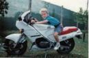 Это Я в Италии в 1993 году сел первый раз на моцик. И 13 лет только о моцике и мечтал.