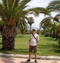 Алания, курортный город в Турции. Проживает 150 тис. зимой, а летом съзжаются 1 мил. туристов