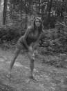 Невинное фото в лесу!