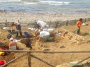 na beregu moria raskopki ...kto znaet chto tam v more pod peskom ....no dno ochen krasivoe .....ogromnie starinnie vazi na dne i vse takoe:))).....owuweniia i emozie nezabivaemie:))))))