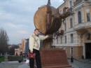 Не поверите, памятник апельсину...., это просто Одесса)