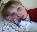 Это я и одна из моих кошек...ее зовут ШИШКА!