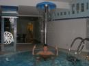 Я купаюсь в мини бассейне:)))