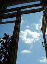 Окно, которое на столе