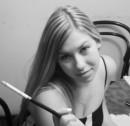 веселая симпатичная девушка БЕЗ КОМПЛЕКСОВ