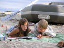Детеныши. Обсуждают, куда поплывут на лодке  :)))