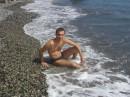 На берегу теплого Черного моря в Массандре, август 2006 год