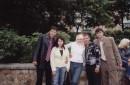 Єто я с друзяками возле универа!!! (В чёрной рубашке и брюках)